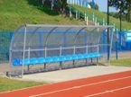Wiata stadionowa z bokami z poliwęglanu litego